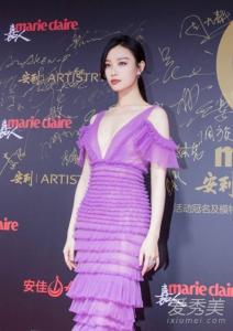 2018嘉人中国风盛典倪妮穿J. Mendel紫色长裙美成瓷娃娃!