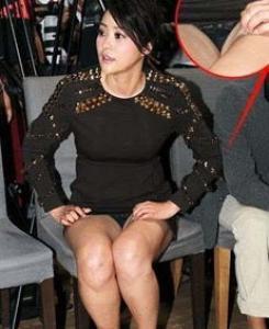 韩国女星红毯礼服秀 袒胸露乳故意走光