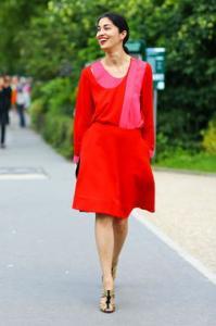 夏季红色上衣搭配图片 红色裙子配什么上衣