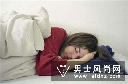 晚上睡觉戴银首饰好吗 为什么晚上不能戴银饰睡觉?真相扎心了!